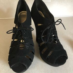 Bamboo suede wedges lace up size 10